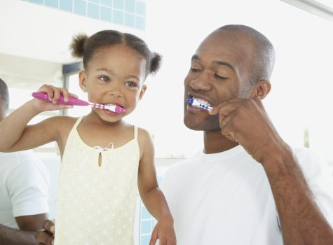 father-daughter-brush-teeth1